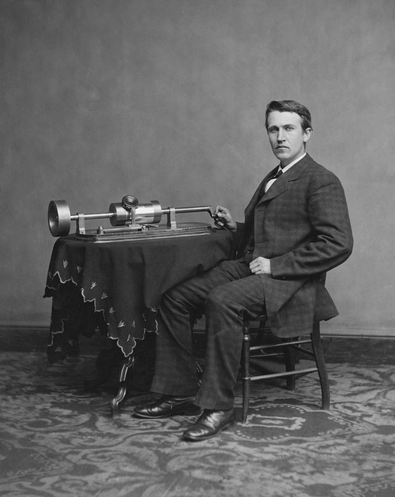 Edison và chiếc máy hát đĩa quay tay
