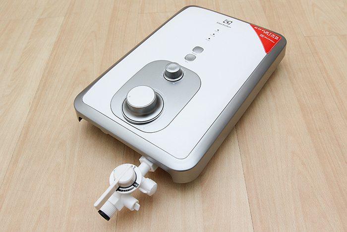 Máy nước nóng Electrolux EWE351BA-DWX1 được trang bị công nghệ bơm trợ lực có tác dụng giúp nước chảy ra vòi mạnh hơn dù nguồn nước có áp lực thấ