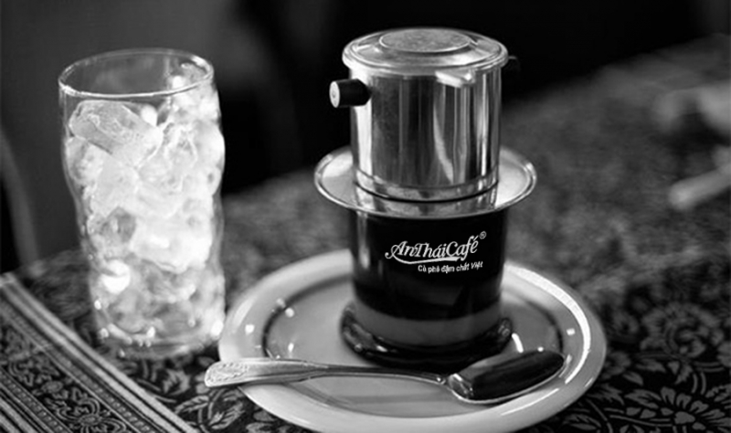 Máy pha cà phê tiện dụng hơn rất nhiều so với pha phin truyền thống