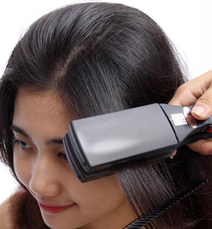 Máy tạo kiểu tóc đa năng Tycoon TY-688 xứng đáng là sản phẩm tiện ích với chức năng làm thẳng tóc và tạo nhiều kiểu tóc xoăn cơ bản tùy theo sở thích của mình