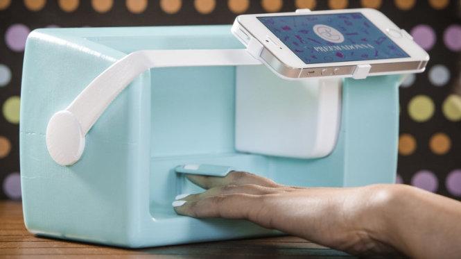 Máy vẽ móng Lacey Nailbot có sự hỗ trợ bởi Smartphone