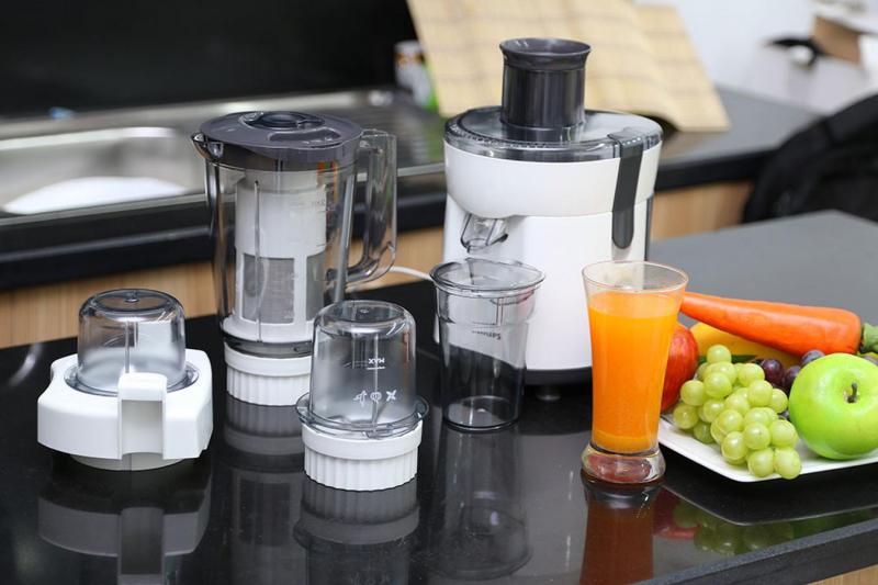 Máy xay đa năng Philips HR1847 có bộ 3 cối xay sinh tố/ xay khô/ ép trái cây cao cấp, chịu va chạm sẽ hỗ trợ đắc lực cho công việc làm bếp của bạn
