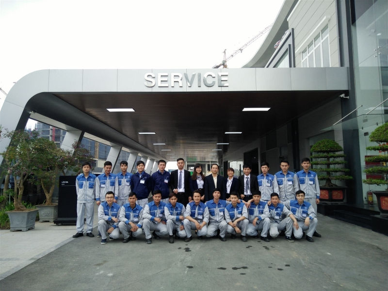Đội ngũ nhân viên tại Mazda Lê Văn Lương.