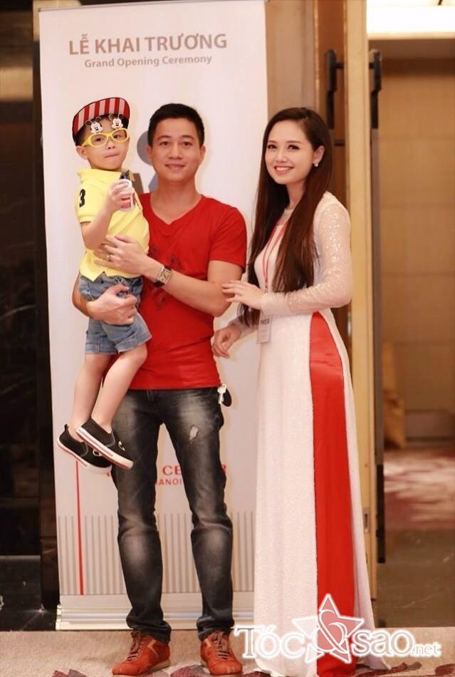 Ngọc Trang rạng rỡ bên chồng và con trai