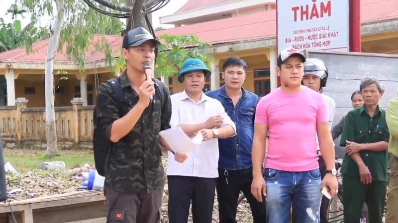 MC Phan Anh làm từ thiện tại miền Trung