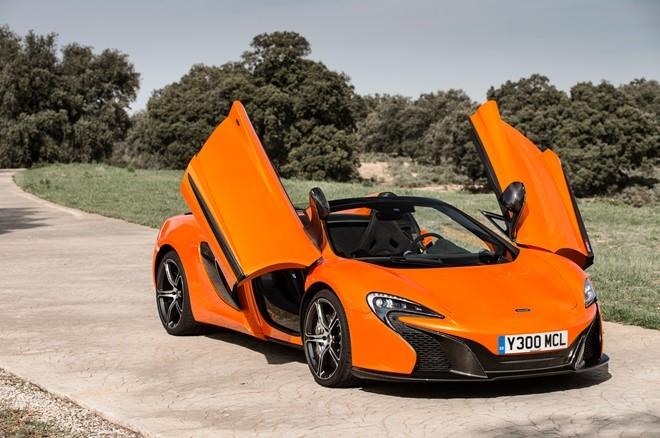 Mẫu xe mui trần này được ra mắt tại triển lãm Geneva Motor Show 2014