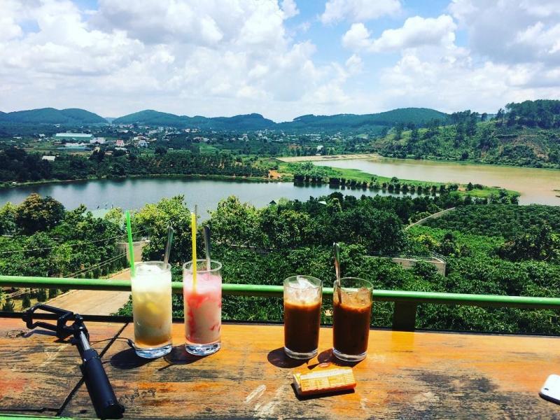 View từ Mê Linh coffee nhìn ra mặt hồ Đập Cam Ly
