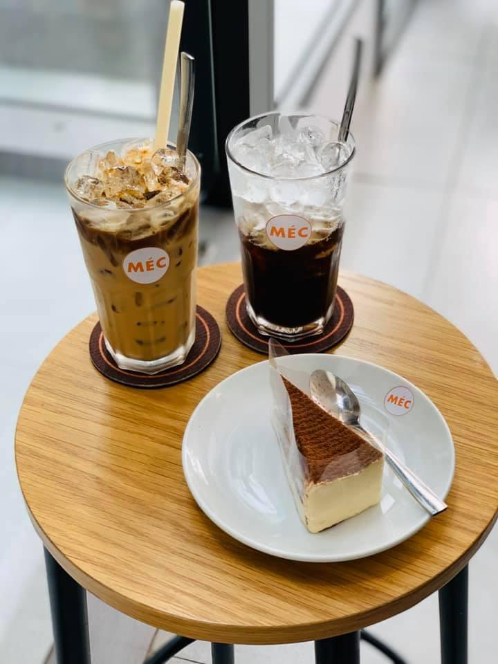 Méc coffe đồ uống và đồ ngọt đều rất vừa miệng