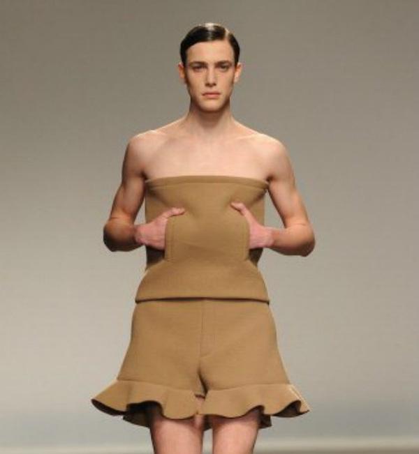 Cấm đàn ông mặc váy quây là điều luật rất đặc biệt ở Melbourne (Úc)