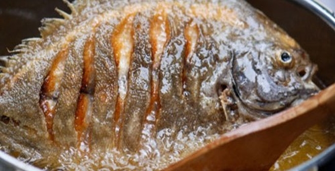 Mẹo chiên cá không bị dính