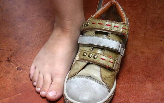 Mua giày cho bé nên chú ý đến kích thước của giày