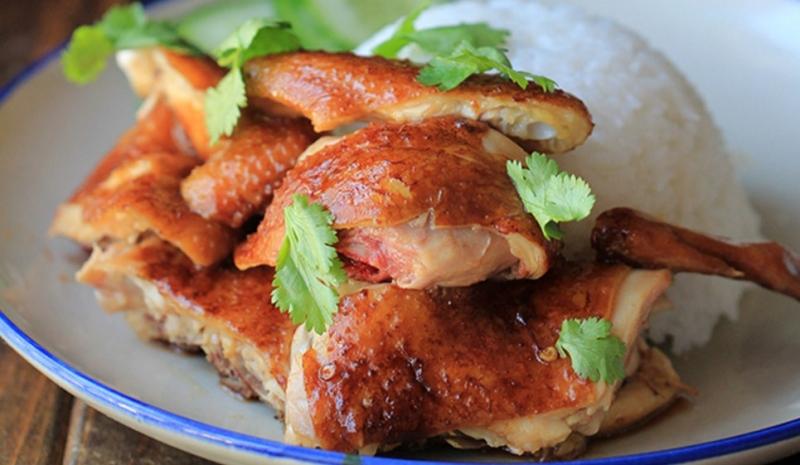 Cánh gà mà chấm xì dầu thì ngon khỏi nói.