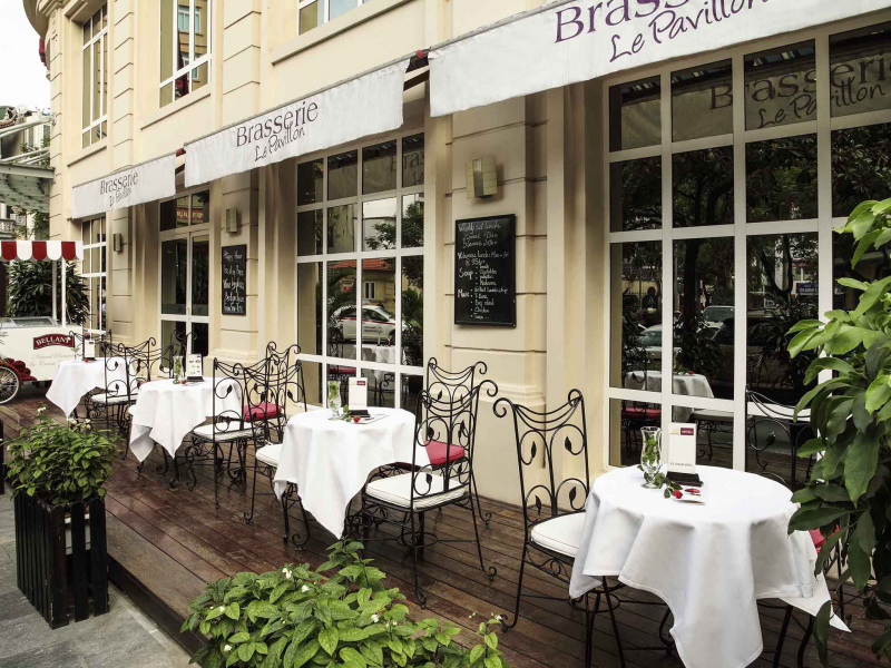 Sân hiên kiểu Paris rất đẹp và sang trọng của khách sạn