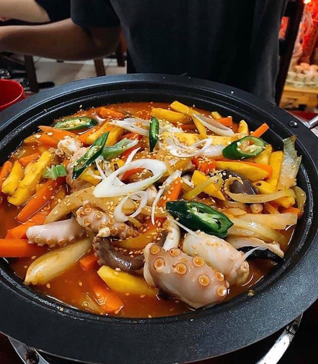 Mì bạch tuộc xào cay - Quán Jeju BBQ