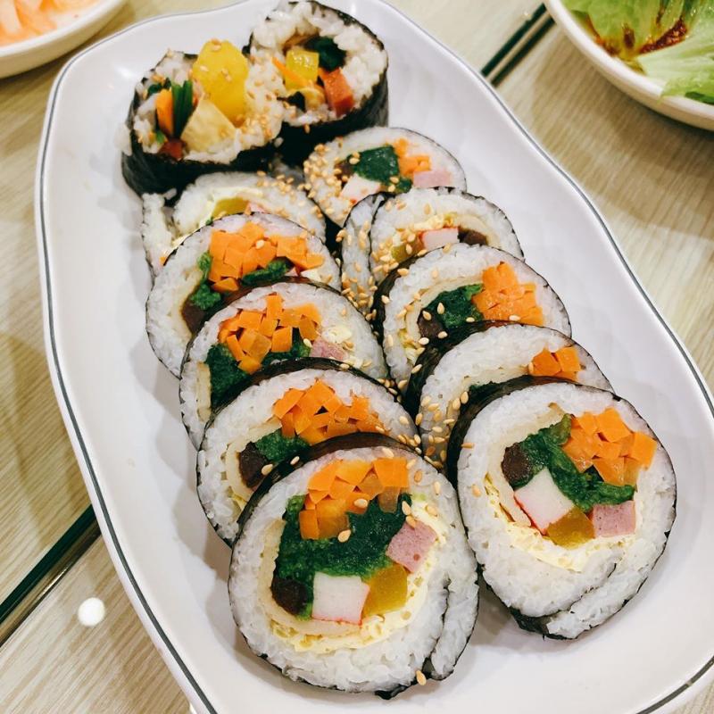 Món sushi tại quán