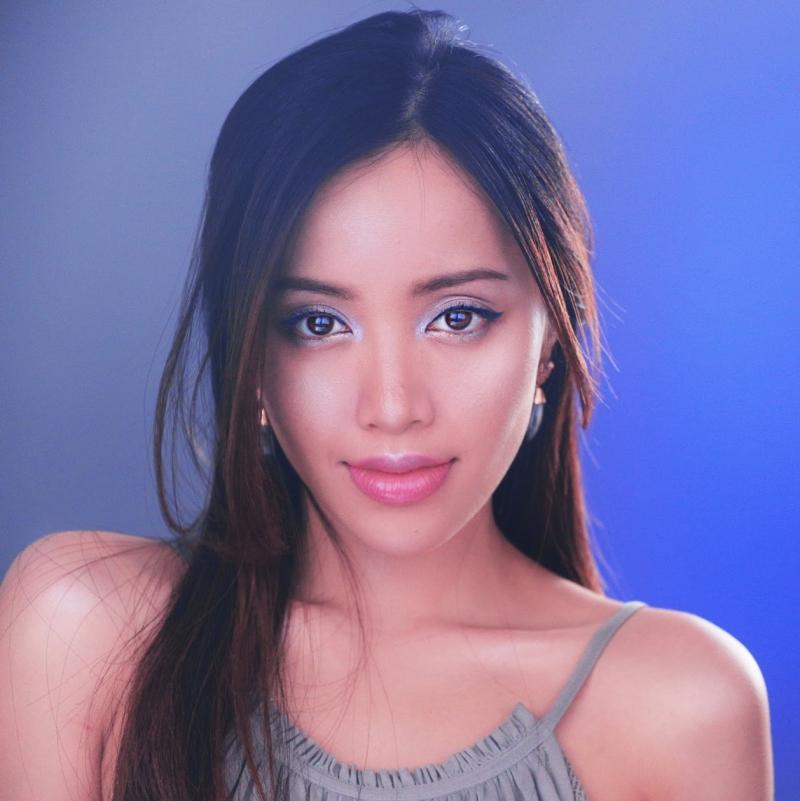 Michelle Phan chú trọng đến các cách thức trang điểm làm nổi bật đường nét gương mặt của người châu Á