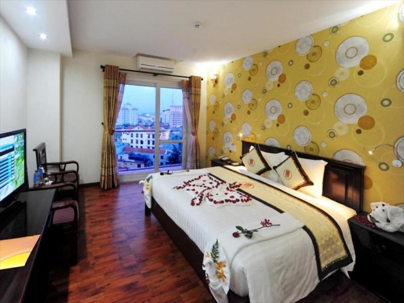 Dưới sự hướng dẫn chi tiết từ những nhân viên thân thiện không khó để du khách có thể tìm cho mình một phòng khách sạn vừa ý