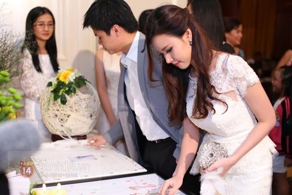 Midu và Phan Thành hôm đính hôn
