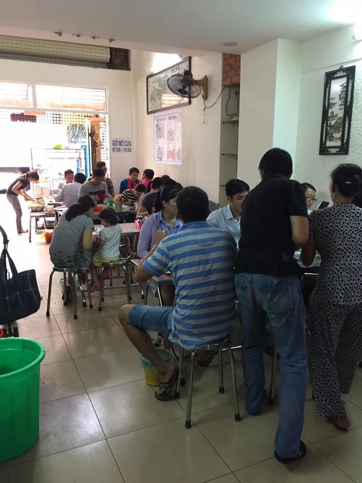 Không gian quán miến gà - bún măng vịt Tuấn Thanh