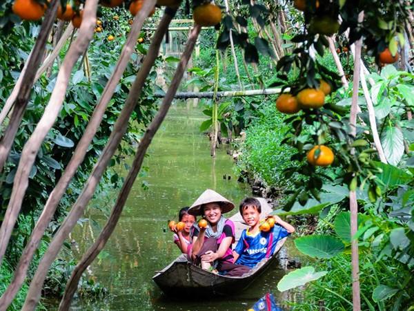 Mùa nước nổi về miền Tây, bạn có thể thưởng thức hương vị hàng loạt các loại trái cây đặc sản.