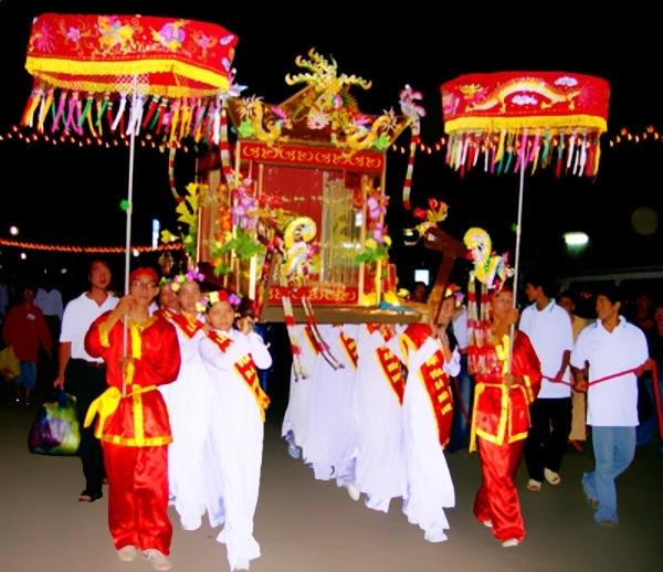 The ceremony of asking for color and tablet of Thoai Ngoc Hau and two wives from Son Lang to her temple