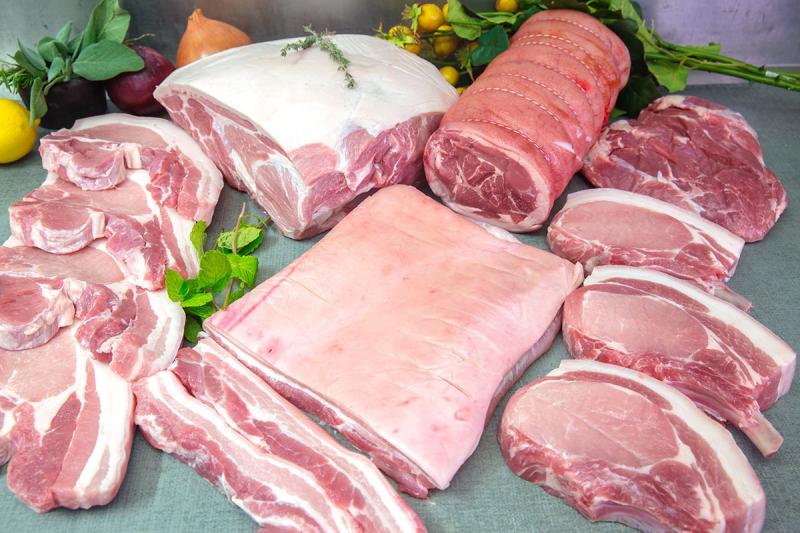 Nhiều loại thịt sach được bày bán tại Minh Cầu