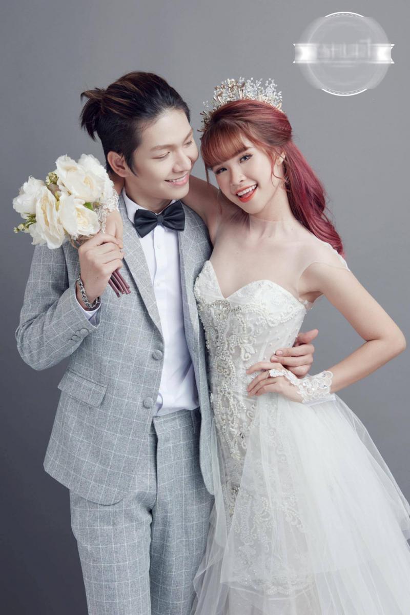Ca sĩ Kelvin Khánh và vợ mình (Khởi My)