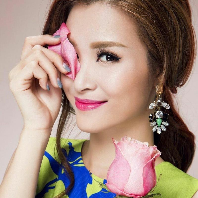 Nét dịu dàng của Đông Nhi trong phong cách makeup của Minh Lộc