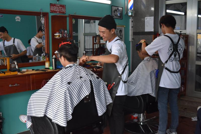 """Barbershop """"thứ thiệt"""" của Gò Dầu,Tây Ninh"""