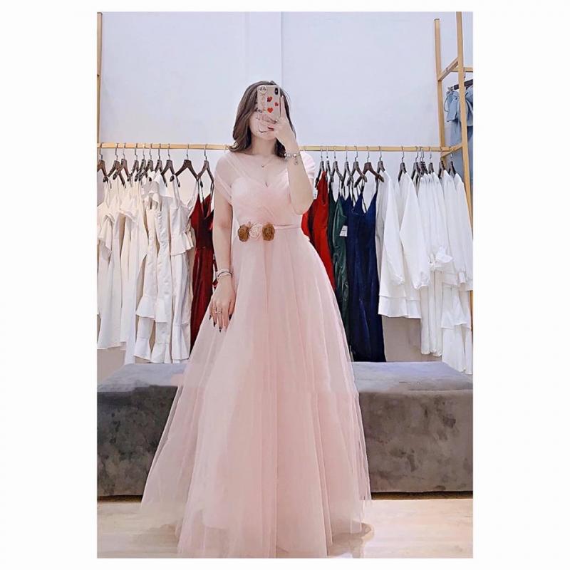 Với mong muốn mang đến cho các chị em những giá trị đẹp đẽ, giúp phái đẹp trở nên lộng lẫy hơn mà Minh Trang Shop luôn lựa chọn những sản phẩm đẹp nhất, thời trang nhất và chi phí hợp lý nhất.