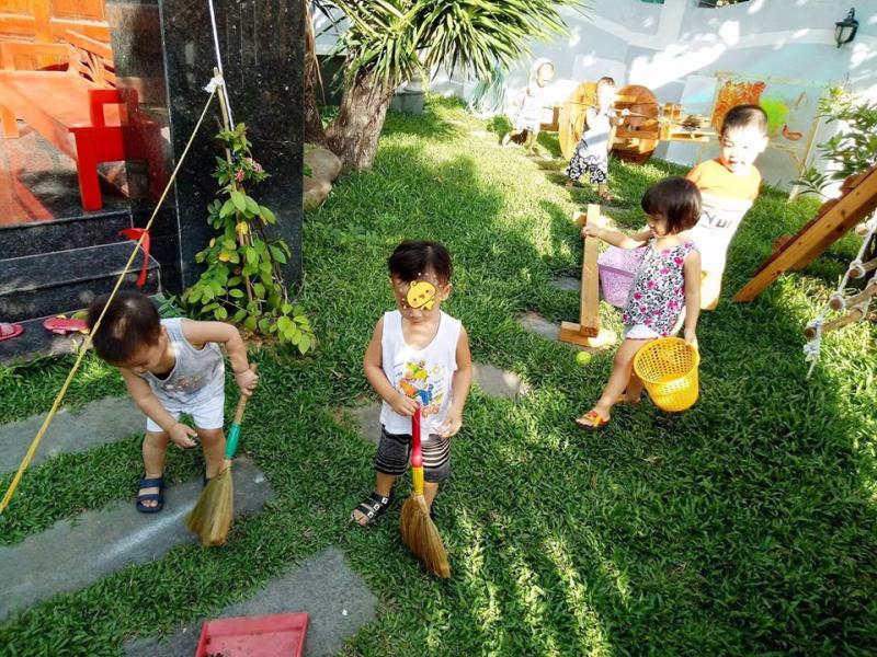Các thiên thần cùng nhau dọn dẹp khu vườn yêu thương