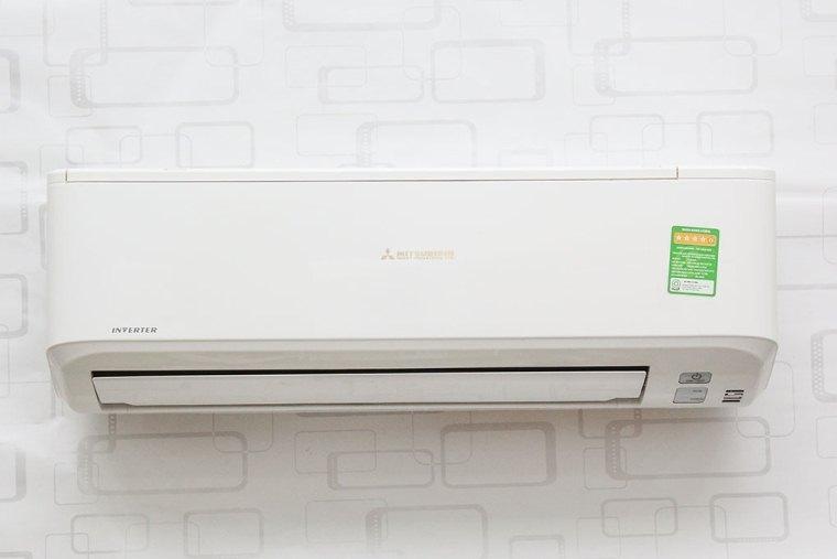 Máy lạnh có hệ thống đảo gió linh hoat giúp khí lạnh lan tỏa nhanh chóng ra không gian phòng.