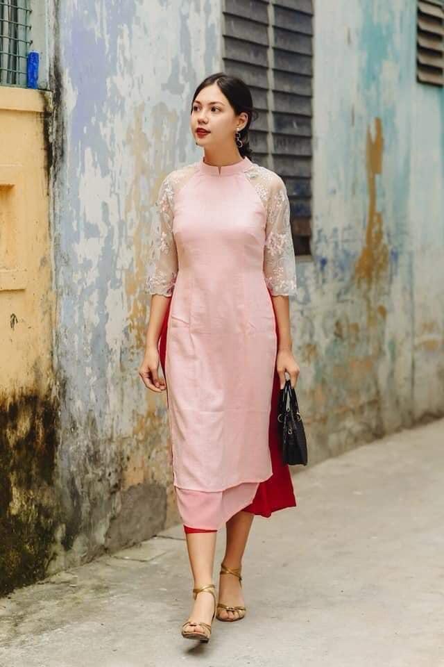 Những chiếc áo dài cách tân của Miukstyle shop sử dụng chất liệu vải dệt của Hội An, mang đến nét trầm ấm, thơ mộng và nét rất riêng