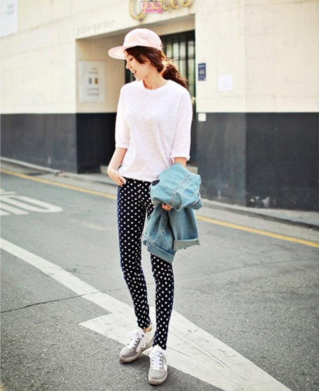 Một cách để khoe khéo đôi chân dài của bạn nè! Kết hợp cùng 1 chiếc nón trắng sẽ nhân sự sành điệu của bạn lên gấp bội phần!