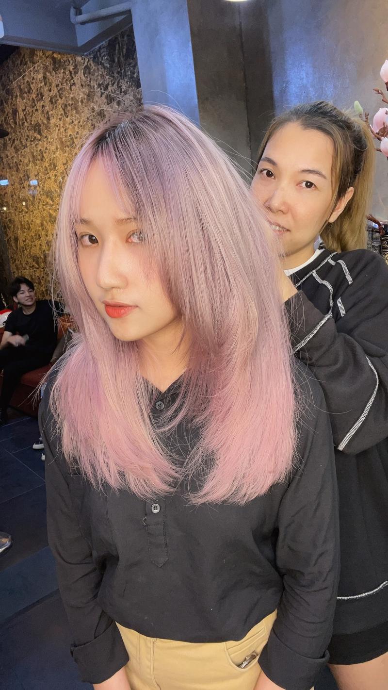 Mix Sai Gon Gc cung cấp đầy đủ các dịch vụ làm tóc chuyên nghiệp chẳng hạn như uốn, duỗi, nhuộm, cắt tạo kiểu