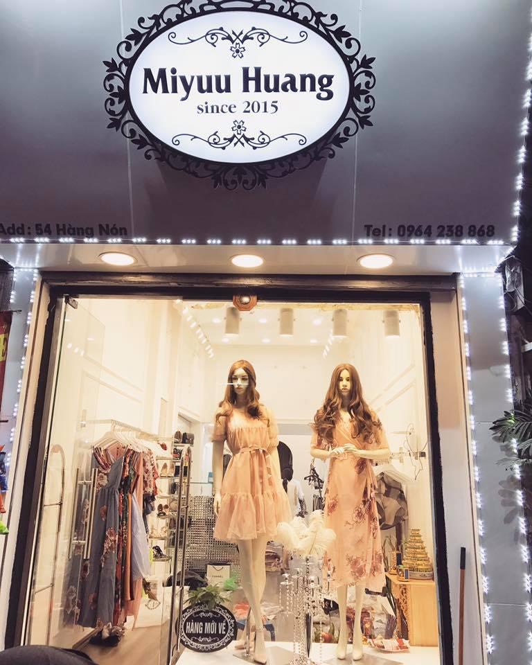 Miyuu Huang nhìn từ bên ngoài