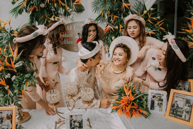 Những bộ áo dài cưới đẹp mắt, sang trọng và cập nhật xu hướng thời trang mới nhất.