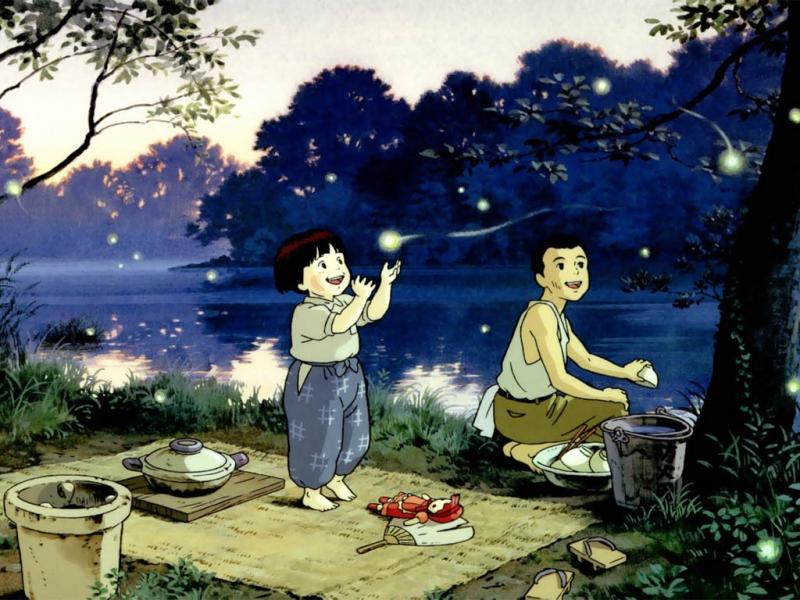 Cảnh Seita và Setsuko ngồi bên nhau vui vẻ với những con đom đóm xung quanh
