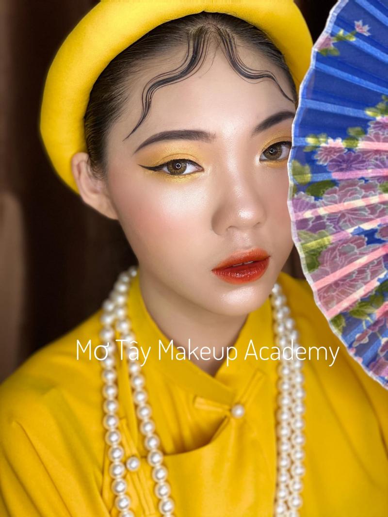 Mơ Tây Makeup Academy (Kim Cương Đỏ Studio Hạ Long)