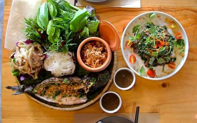 Món ăn dân dã của Việt Nam nhưng được chế biến hết sức độc tại Mộc Riêu Quán