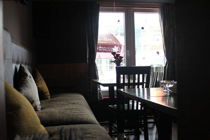 Không gian bên trong quán Moka Coffee
