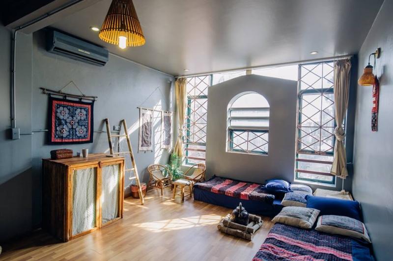 Phòng Sapa được trang trí bằng vải thổ cẩm đặc trưng
