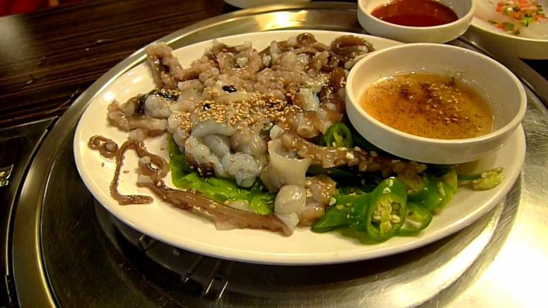 Sannakji (Bạch tuộc sống) – Hàn Quốc