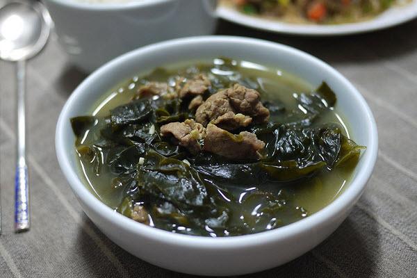 Món canh rong biển thịt bò