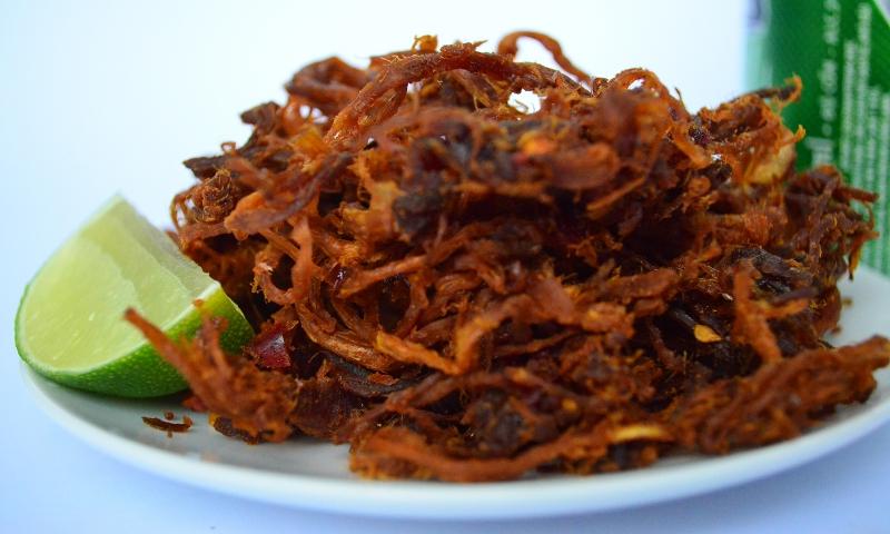 Thịt bò khô thêm với lát tranh thật hoàn hảo để làm món nhậu.