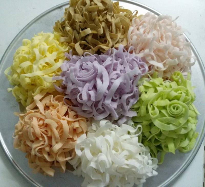 Mứt dừa với đa dạng màu sắc và hương vị