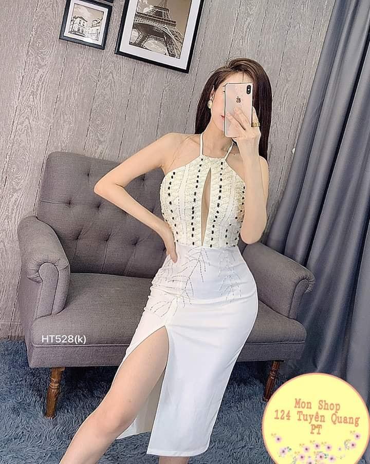 Với thiết kế đơn giản nhưng đều có nét tinh tế riêng, các set đồ củaMon shop thiên về phong cách Vintage cổ điển hoặc sexy, quyến rũ với những mẫu váy đầm xẻ đùi, cúp ngực, hở vai,...
