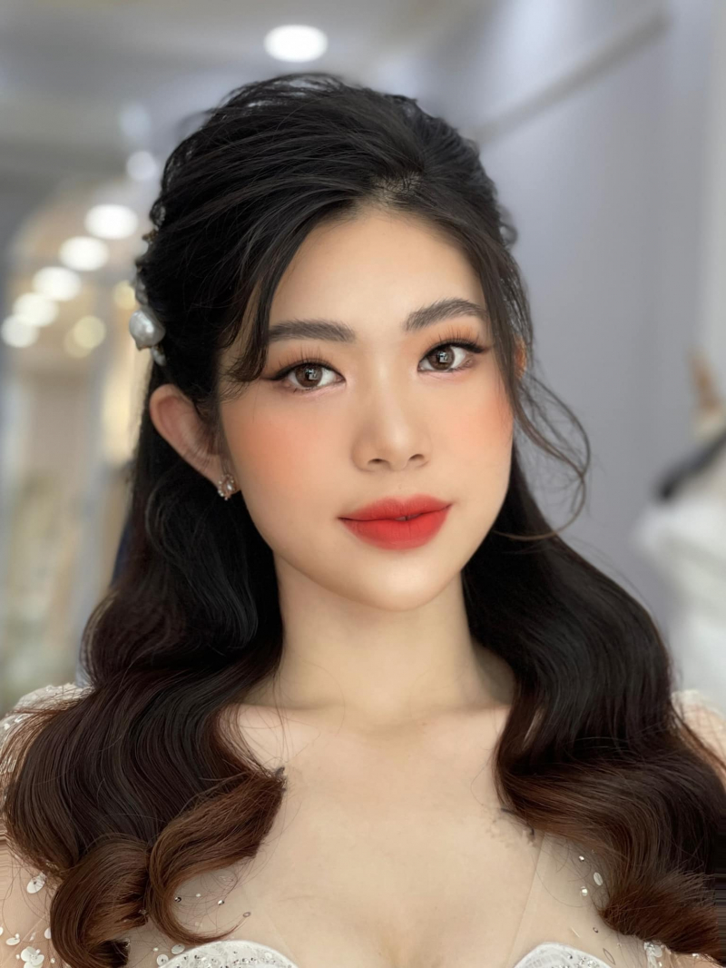 Mona Makeup & Academy