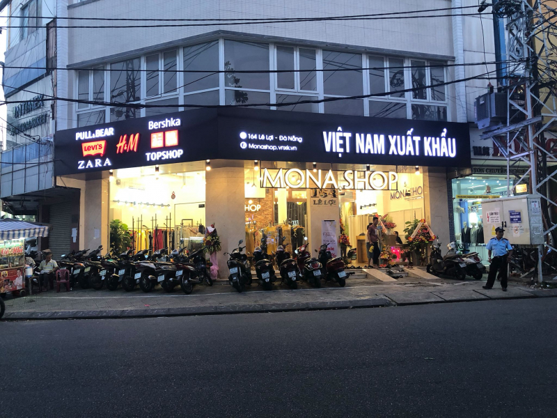 Mona Shop là một trong những shop VNXK được yêu thích nhất Đà Nẵng