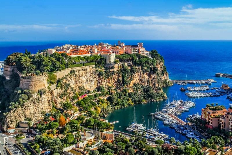GDP/người/năm của Monaco là 163.026 USD